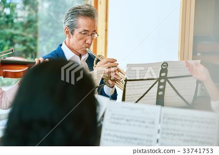 Senior music circle 33741753