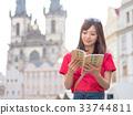 해외 여행을하는 여성 33744811