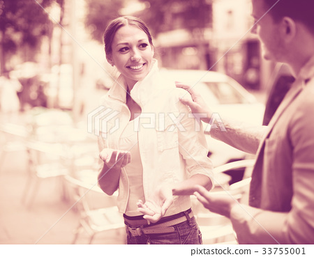 man flirting with smiling woman 33755001