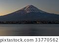 Fuji mountain and lake Kawaguchiko. 33770562