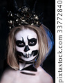 Portrait woman with scared halloween makeup 33772840