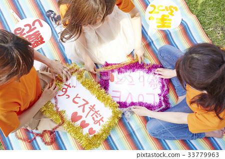 Women making goods 33779963