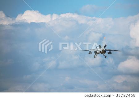 활공하는 항공 자위대 훈련기 T-4 33787459