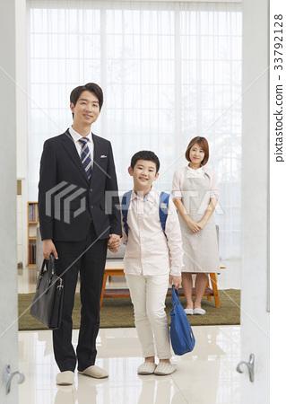초등학생,엄마,아빠,가족,출근,등교 33792128