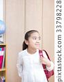 学校へ行く準備をする女の子 小学生 33798228