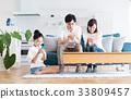 若い家族(スマホ) 33809457