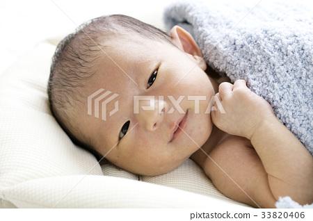 갓 태어난 소년 33820406