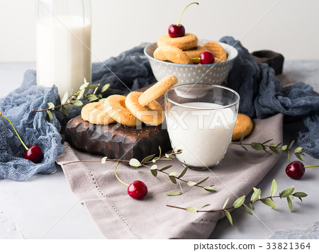 Rustic still life with milk and cookies 33821364