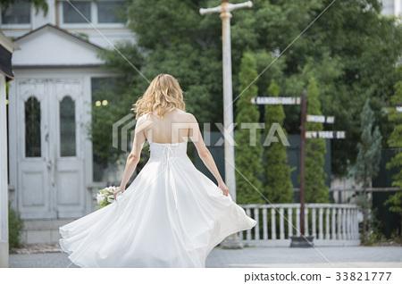 Dancing bride 33821777