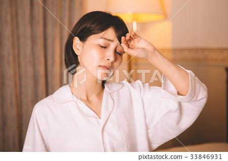 女性頭痛 33846931