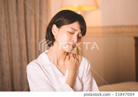 女性肩膀僵硬 33847004