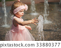 water fountain child 33880377