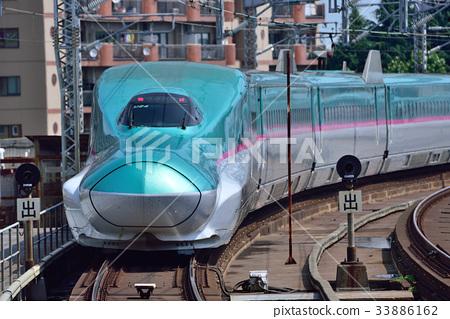 E5 Tohoku Shinkansen 33886162