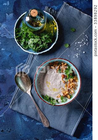 Mushroom cream soup 33898292