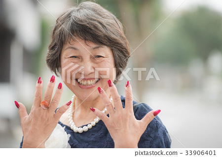 Senior woman with red nail 33906401