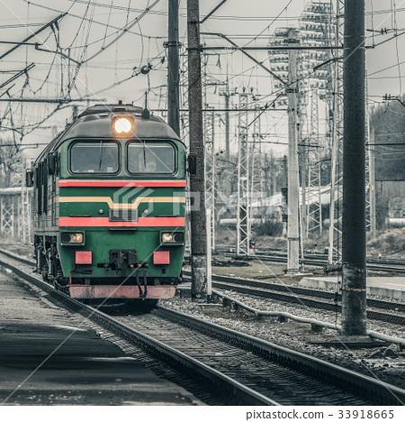 Green diesel locomotive 33918665