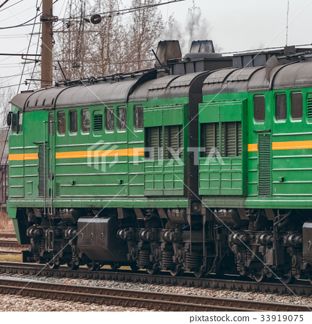 Green diesel locomotive 33919075