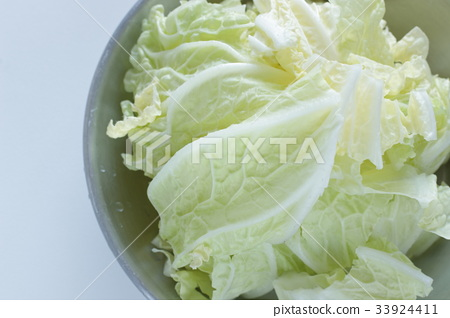 Cut vegetable cabbage 33924411