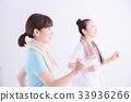 산책하는 여성 33936266