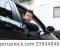 自動車の運転をする男性 33944046