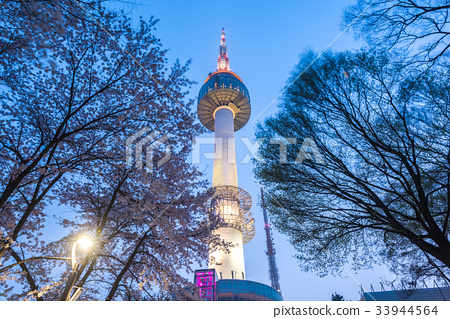 Seoul tower at night in Seoul,South Korea. 33944564