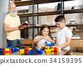 祖父 外祖父 玩耍 34159395