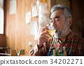 在工作室喝威士忌 34202271