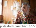 在工作室喝威士忌 34202272