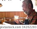 在工作室讀書喝威士忌 34202283