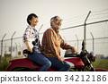 老年人和婦女騎自行車 34212186