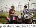 老年人和婦女騎自行車 34212238