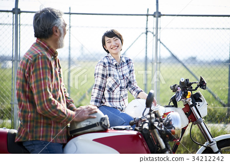 祖父 孙女 骑手 34212242