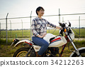 跨騎自行車的女人 34212263
