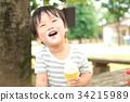ソフトクリームを食べる男の子 34215989