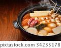 """注意)蒸汽是修饰合成。 """"标准菜Oden冬天在陶罐""""图像。萝卜,鸡蛋,红薯,牛肉条纹。 34235178"""