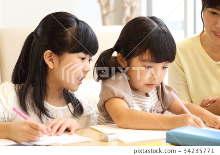즐겁게 공부하는 자매 34235771