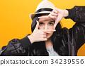 woman finger framing 34239556
