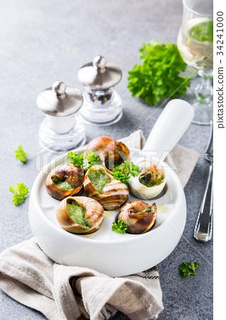 Snails with garlic herbs butter 34241000