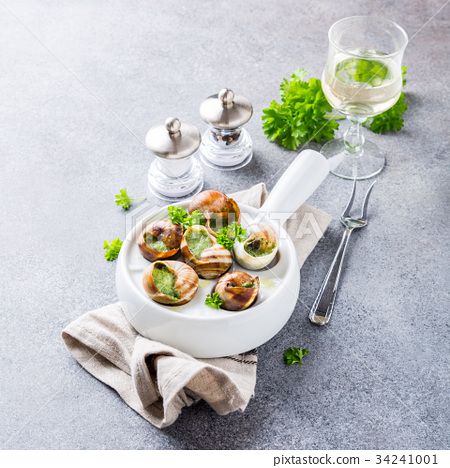 Snails with garlic herbs butter 34241001