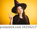 할로윈 마녀 의상을 소녀 34256217