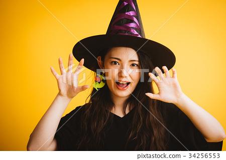 作為巫婆打扮的萬聖夜女孩 34256553