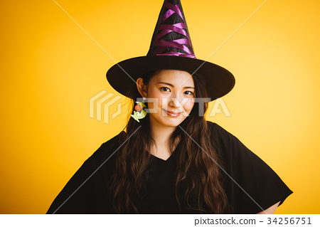 作為巫婆打扮的萬聖夜女孩 34256751