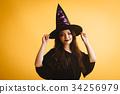 作為巫婆打扮的萬聖夜女孩 34256979