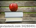 本とリンゴ 34260491