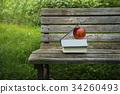 本とリンゴ 34260493