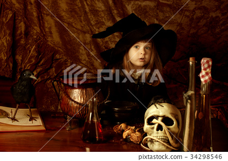 Little girl in with costume 34298546