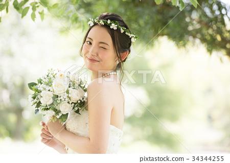 婦女的婚紗禮服的新娘形象 34344255