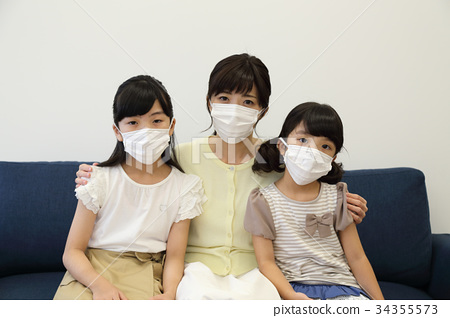 Sisters and mothers who mask 34355573