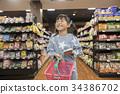 슈퍼에서 쇼핑을하는 아이 심부름 34386702