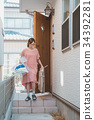 housewife 34392281